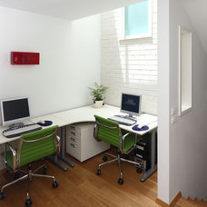 modern home office by Amitzi Architects