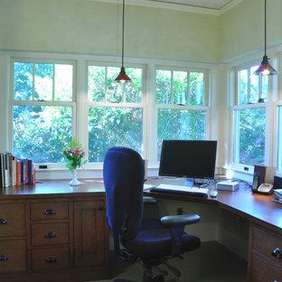 ポートランドのおしゃれなホームオフィス・書斎の写真