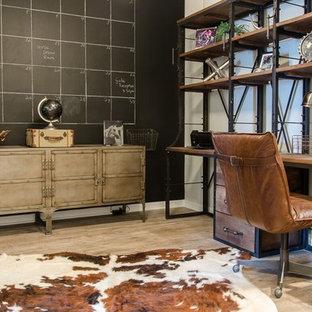 Inspiration för mellanstora industriella arbetsrum, med grå väggar, vinylgolv och ett fristående skrivbord