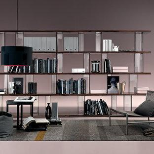 Immagine di un grande studio moderno con libreria, pareti rosa, pavimento in linoleum, scrivania autoportante e pavimento rosa