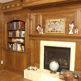 Foto di un grande studio stile americano con pareti marroni, parquet scuro, camino classico, cornice del camino piastrellata e scrivania autoportante