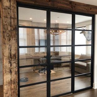 Идея дизайна: кабинет в стиле модернизм с коричневым полом