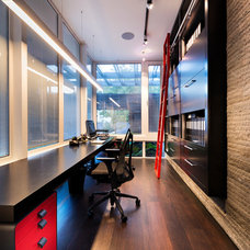 Contemporary Home Office by DTDA pty ltd