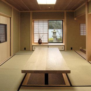 Ispirazione per uno studio etnico di medie dimensioni con pareti beige, nessun camino e scrivania incassata