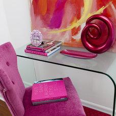Modern Home Office by Jennifer Backstein Interiors