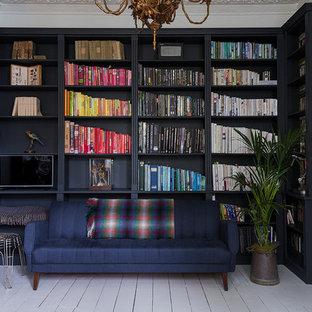 Foto di un ufficio boho chic di medie dimensioni con pareti blu, pavimento in legno verniciato e pavimento bianco