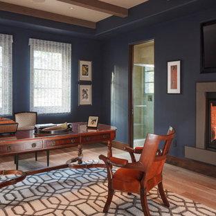 Idéer för ett stort modernt arbetsrum, med blå väggar, mellanmörkt trägolv, en standard öppen spis, en spiselkrans i gips, ett fristående skrivbord och brunt golv