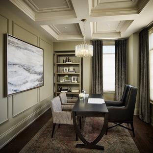 トロントの広いトランジショナルスタイルのおしゃれな書斎 (緑の壁、濃色無垢フローリング、自立型机、茶色い床、格子天井、パネル壁) の写真