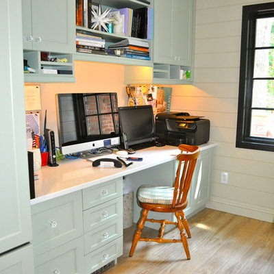 Inspiration for a timeless built-in desk home office remodel in New York