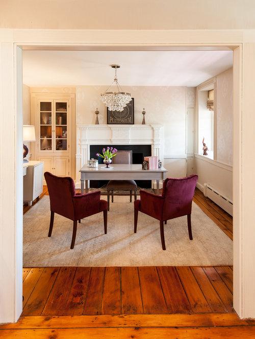 Landhausstil arbeitszimmer mit kaminsims aus stein ideen for Arbeitszimmer wandfarbe