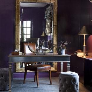 シカゴの中サイズのエクレクティックスタイルのおしゃれな書斎 (紫の壁、暖炉なし、自立型机) の写真