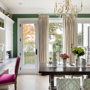 ミネアポリスの中サイズのトラディショナルスタイルのおしゃれなクラフトルーム (緑の壁、コルクフローリング、造り付け机、グレーの床) の写真