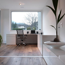 Modern Home Office by LeichtUSA