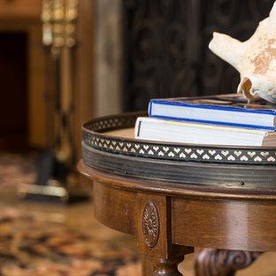 サンディエゴの大きいトランジショナルスタイルのおしゃれなホームオフィス・書斎 (ライブラリー、ベージュの壁、カーペット敷き、標準型暖炉、石材の暖炉まわり、自立型机、マルチカラーの床) の写真