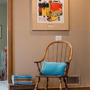 ロサンゼルスの大きいシャビーシック調のおしゃれな書斎 (ベージュの壁、無垢フローリング、自立型机、ベージュの床) の写真