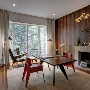 ニューヨークのミッドセンチュリースタイルのおしゃれなホームオフィス・書斎 (コンクリートの暖炉まわり、標準型暖炉) の写真
