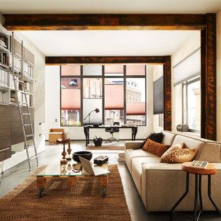 Aménagement d'un bureau contemporain avec un mur blanc, béton au sol, un bureau indépendant, un sol gris et un plafond en poutres apparentes.