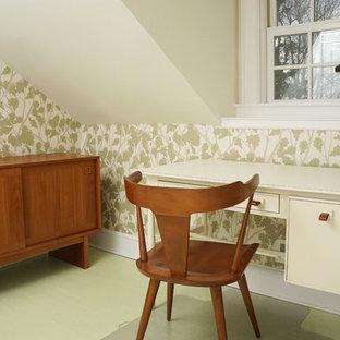На фото: кабинет среднего размера в стиле кантри с разноцветными стенами, деревянным полом и зеленым полом без камина
