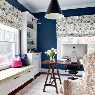 Inspiration för ett vintage arbetsrum, med blå väggar, mörkt trägolv och ett fristående skrivbord