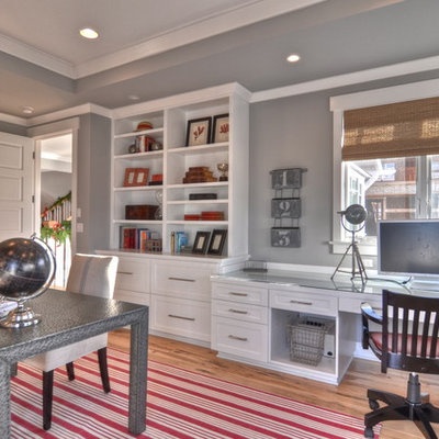 Example of a classic built-in desk home office design in Los Angeles