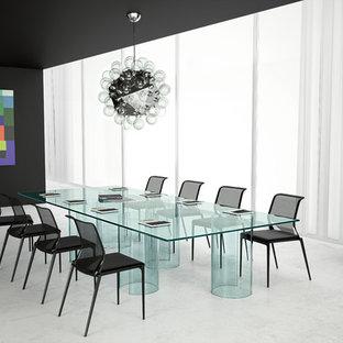 Ispirazione per un'ampia stanza da lavoro minimalista con pareti nere, pavimento in cemento, scrivania autoportante e pavimento bianco