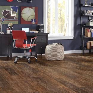 Idee per uno studio tradizionale con pavimento in vinile