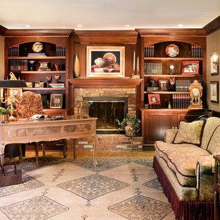 ニューアークのトラディショナルスタイルのおしゃれなホームオフィス・書斎 (レンガの暖炉まわり、標準型暖炉) の写真