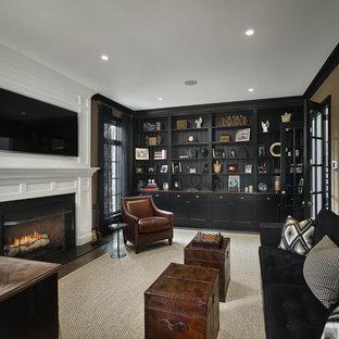 Idee per uno studio chic di medie dimensioni con libreria, pareti beige, moquette, camino classico, cornice del camino in pietra e scrivania autoportante