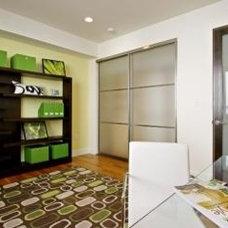 Modern Home Office by MM DESIGN ASSOCIATES