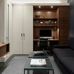 Esempio di un piccolo ufficio minimalista con scrivania incassata