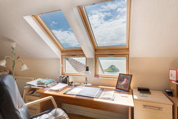 Traditional Home Office & Library by Colin Cadle Photography