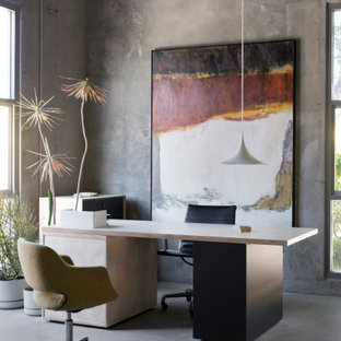 This is an example of a mid-sized industrial home office in Sydney.