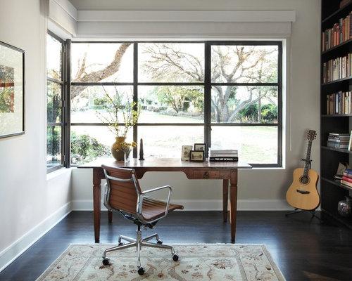 Moderne arbeitszimmer mit dunklem holzboden ideen design for Arbeitszimmer wandfarbe