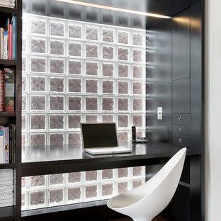 Foto de despacho contemporáneo, pequeño, con escritorio empotrado