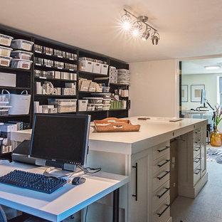 ナッシュビルの小さいエクレクティックスタイルのおしゃれなアトリエ・スタジオ (白い壁、自立型机、白い床、塗装フローリング) の写真