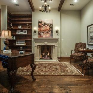 Immagine di un ufficio chic di medie dimensioni con pareti beige, parquet scuro, camino classico, cornice del camino in intonaco, scrivania autoportante e pavimento marrone