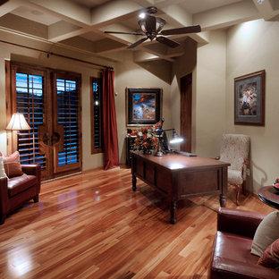フェニックスのサンタフェスタイルのおしゃれなホームオフィス・仕事部屋の写真