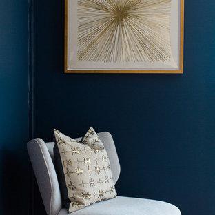 オレンジカウンティの中サイズのミッドセンチュリースタイルのおしゃれな書斎 (青い壁、淡色無垢フローリング、暖炉なし) の写真