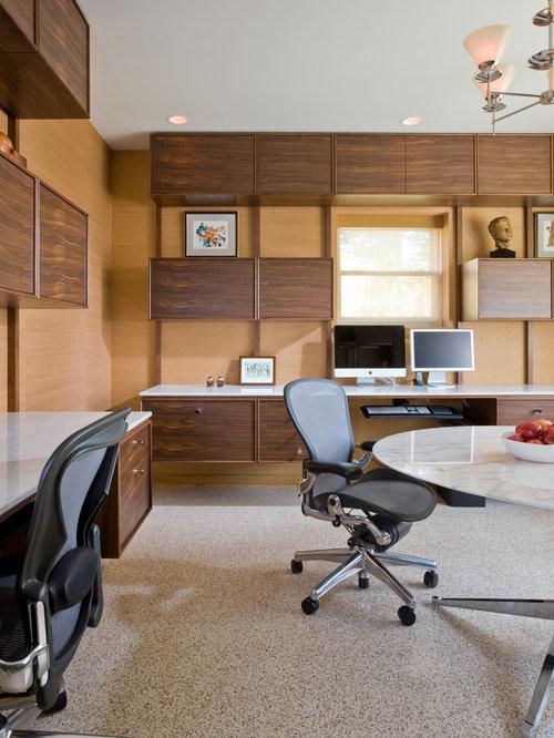 bureau r tro avec un sol en moquette photos et id es d co de bureaux. Black Bedroom Furniture Sets. Home Design Ideas