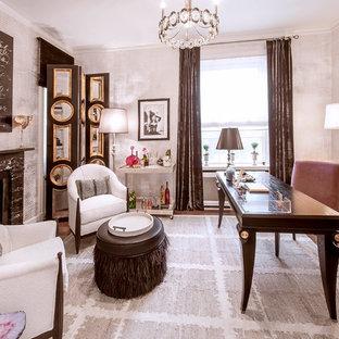 Ejemplo de despacho ecléctico, de tamaño medio, con paredes blancas, suelo de madera oscura, chimenea tradicional, marco de chimenea de piedra y escritorio independiente