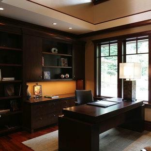 ミネアポリスの大きいアジアンスタイルのおしゃれな書斎 (ベージュの壁、濃色無垢フローリング、自立型机) の写真