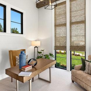 ポートランドの広いカントリー風おしゃれな書斎 (白い壁、カーペット敷き、自立型机、グレーの床) の写真