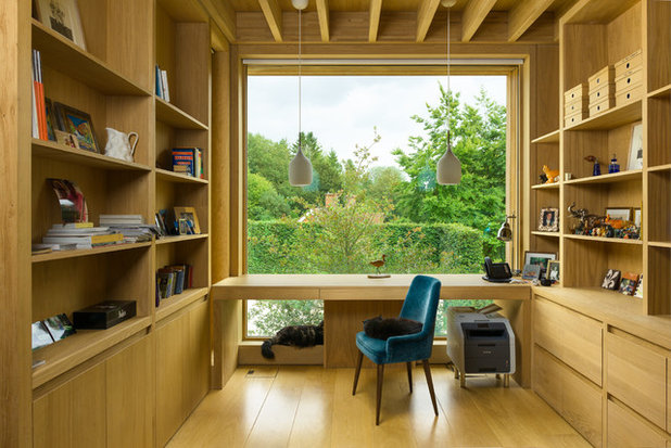 Modern Home Office & Library by Ryan Cowan Photographer