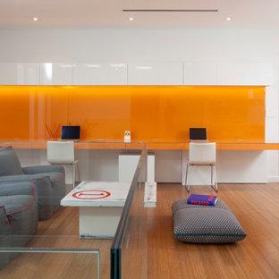 Minimalist built-in desk home office photo in Miami