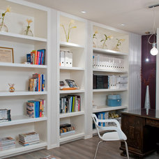 Modern Home Office by NURIT GEFFEN-BATIM STUDIO