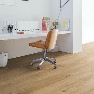 他の地域のモダンスタイルのおしゃれなホームオフィス・仕事部屋 (クッションフロア、ベージュの床) の写真