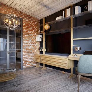 Exemple d'un bureau scandinave de taille moyenne avec un mur bleu, un sol en bois clair, un bureau intégré et un sol multicolore.