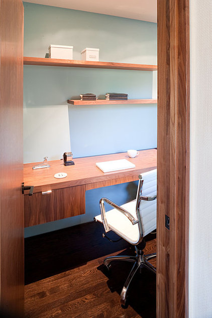 Modern Home Office by Jennifer Weiss Architecture