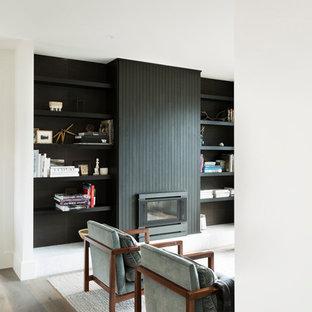 メルボルンの広い北欧スタイルのおしゃれな書斎 (白い壁、無垢フローリング、標準型暖炉、木材の暖炉まわり、自立型机) の写真