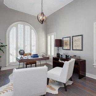 Esempio di un grande ufficio minimalista con pareti grigie, pavimento in vinile, nessun camino e scrivania autoportante